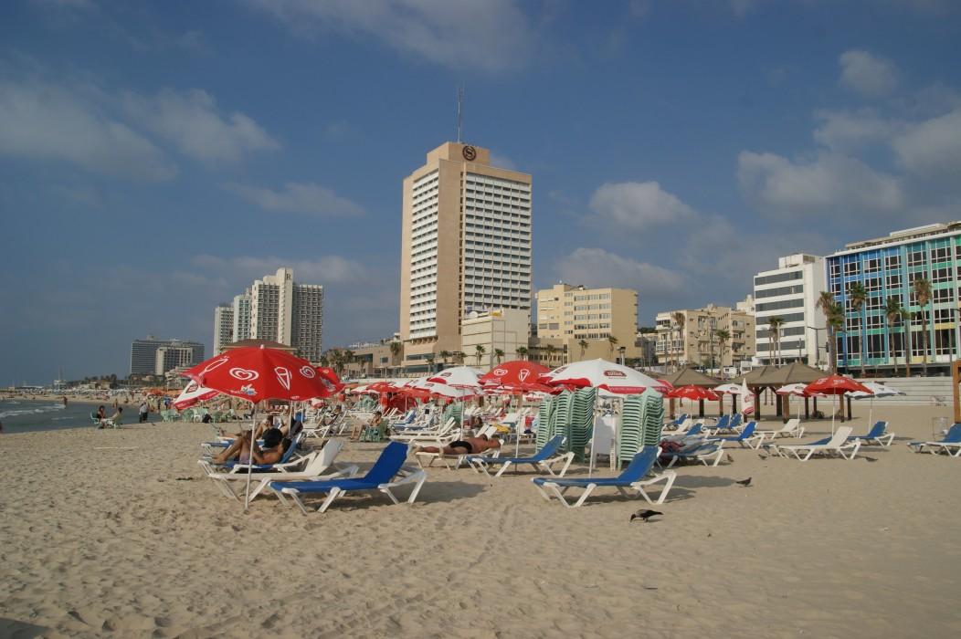 sur la plage de Tel Aviv 30° dans l'eau !